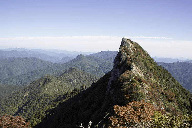 山頂からの天狗岳の画像